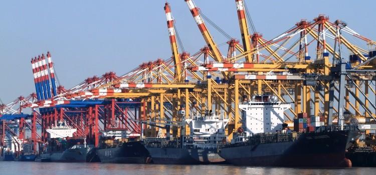 Fahrzeugimport Containerverkehr Bremerhaven